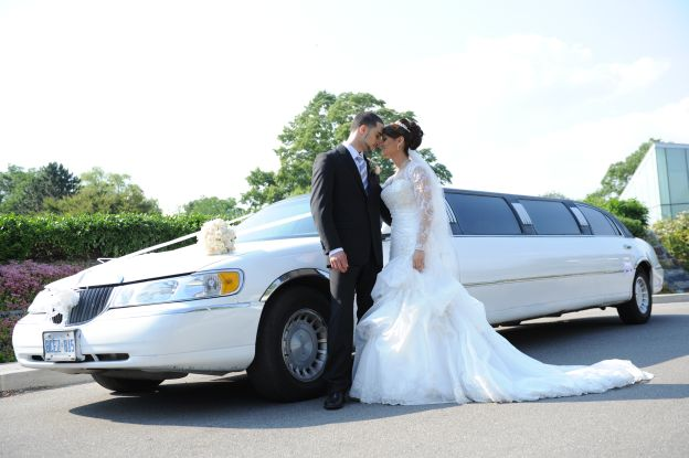 Book an Opulent Wedding Ride with Reliable Burlington Limo Service
